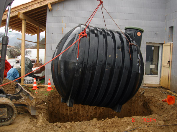 Cuve de récupération d'eau de pluie - Château-Arnoux 2008